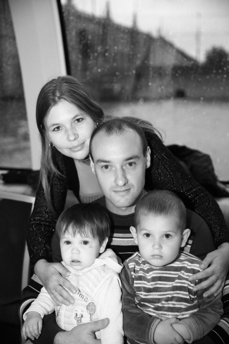 это я с мужем и детьми - SLL_8050.JPG