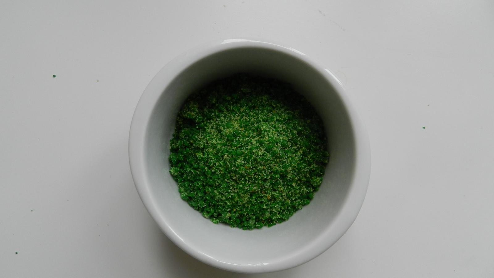 Имеет малахитово-зелёный цвет - DSCN0334.JPG