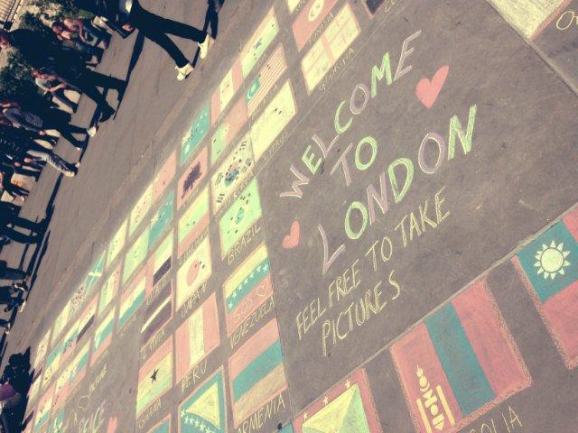 Нарисованные мелками флаги на Трафальгальской площади) - 8338d5c9ff07.jpg
