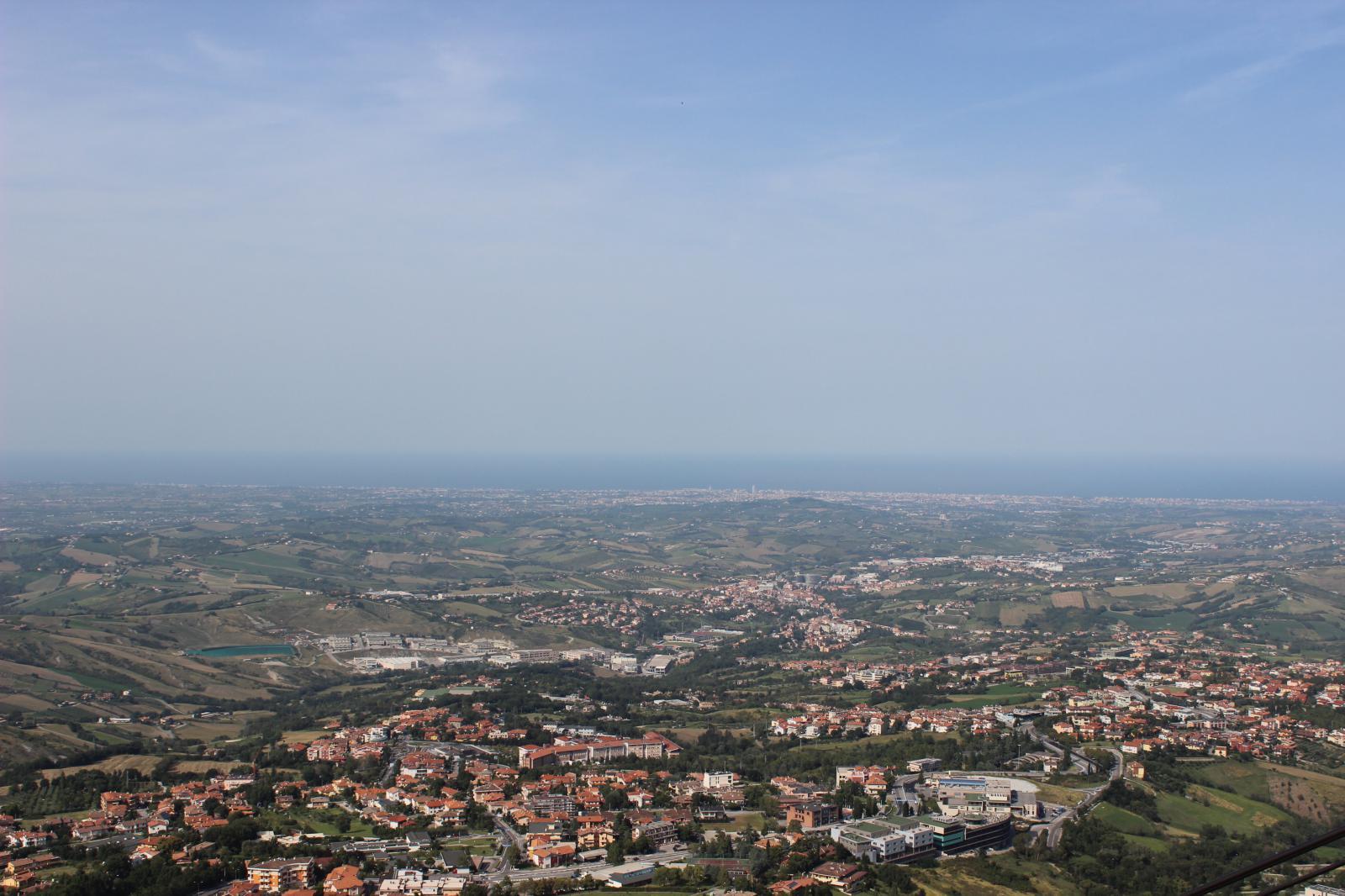 Сан-Марино. В далеке видно Римини и Адриатическое море) - IMG_1592.JPG