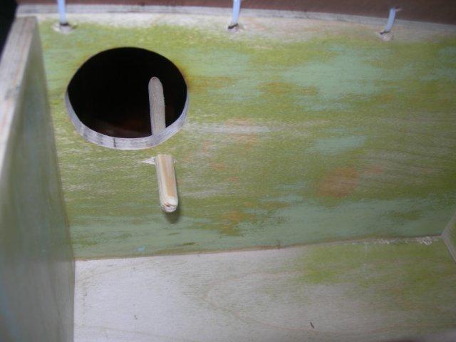 Остальная часть жердочки остаётся внутри домика. - .jpgостальная часть остается внутри домика.jpg