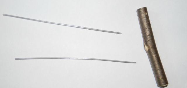 1. Берем две проволоки одинаковой длины и короткую жердочку (12-14 см). - 1. Берем две проволоки одинаковой длины и короткую жердочку (12-14 см).jpg
