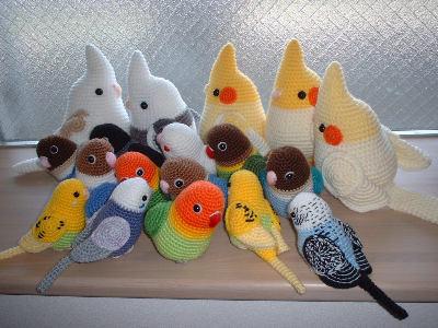 Птички, волнистые попугайчики, кореллы, и другие виды пернатых, сделанные крючком. - попугайчики крючком.jpg