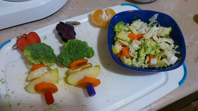 Овоще-фруктовый салат для попугаев - 744350.jpg